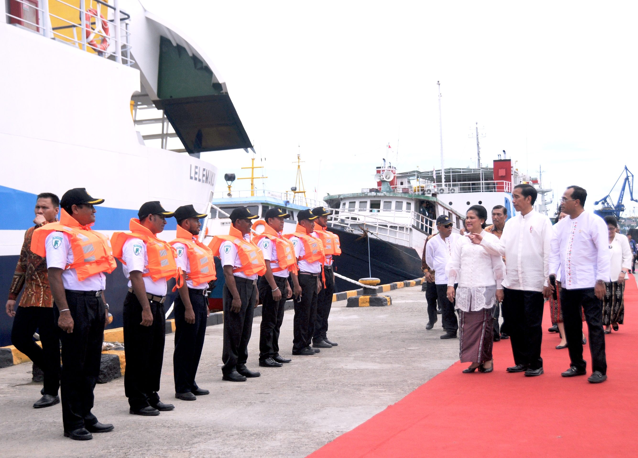 President Jokowi and First Lady Ibu Iriana inspect two new Ro-Ro vessels at Yos Sudarso Seaport in Ambon, Maluku, Thursday (9/2). (Photo: Public Relations Division/Agung)