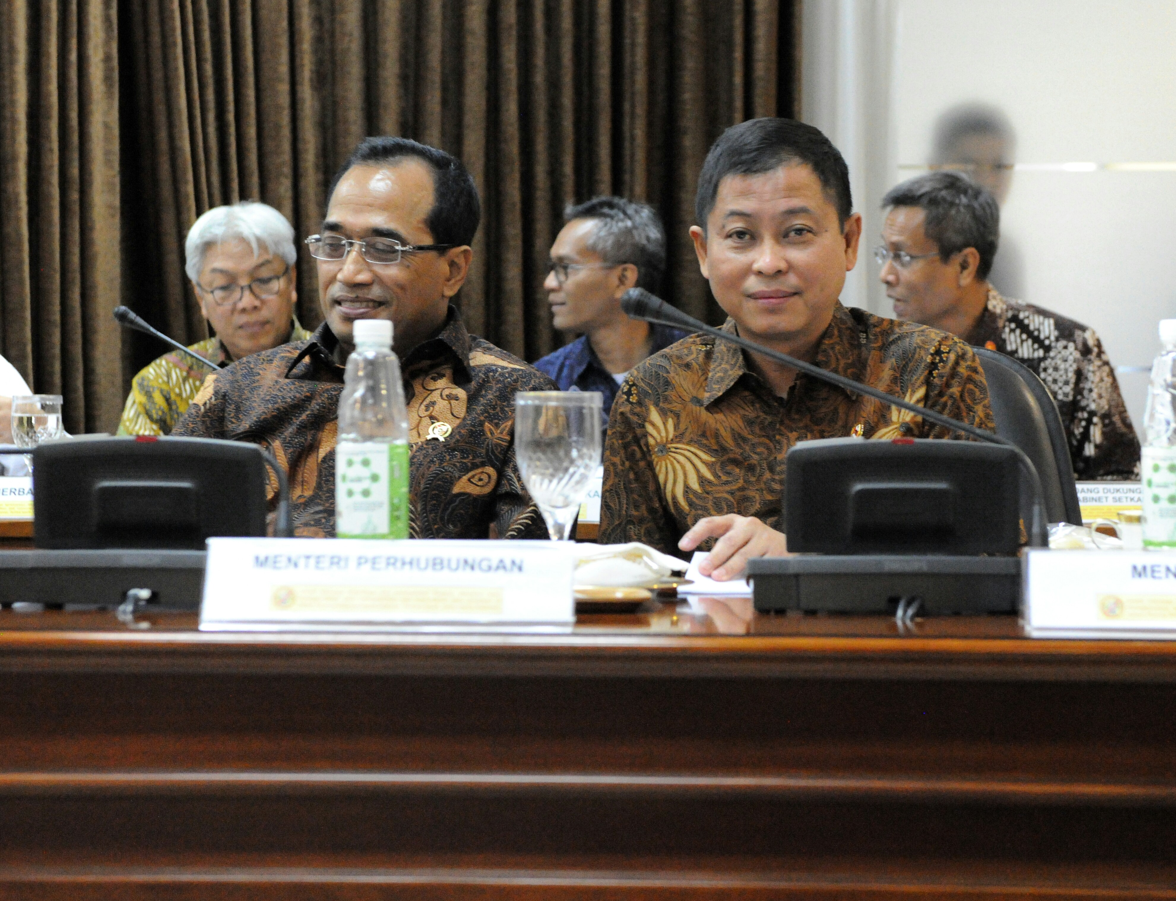 Minister of Energy and Mineral Resources Ignasius Jonan and Minister of Transportation Budi K. Sumadi attend a limited meeting on Wednesday (22/3), at the Presidential Office, Jakarta