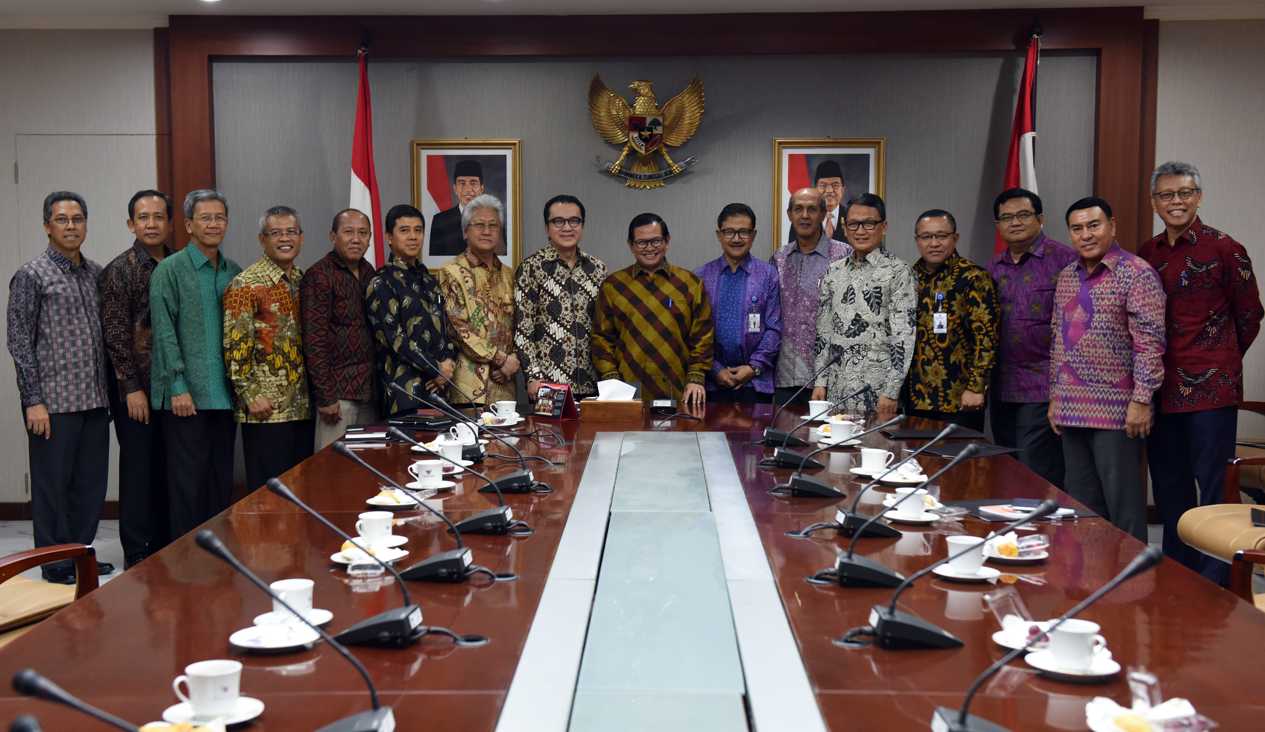 Cabinet Secretary Pramono Anung meets a number of Indonesian Ambassadors Extraordinary and Plenipotentiary inaugurated on 13 March 2017, on Friday (24/3), at the Cabinet Secretary's Office, Jakarta
