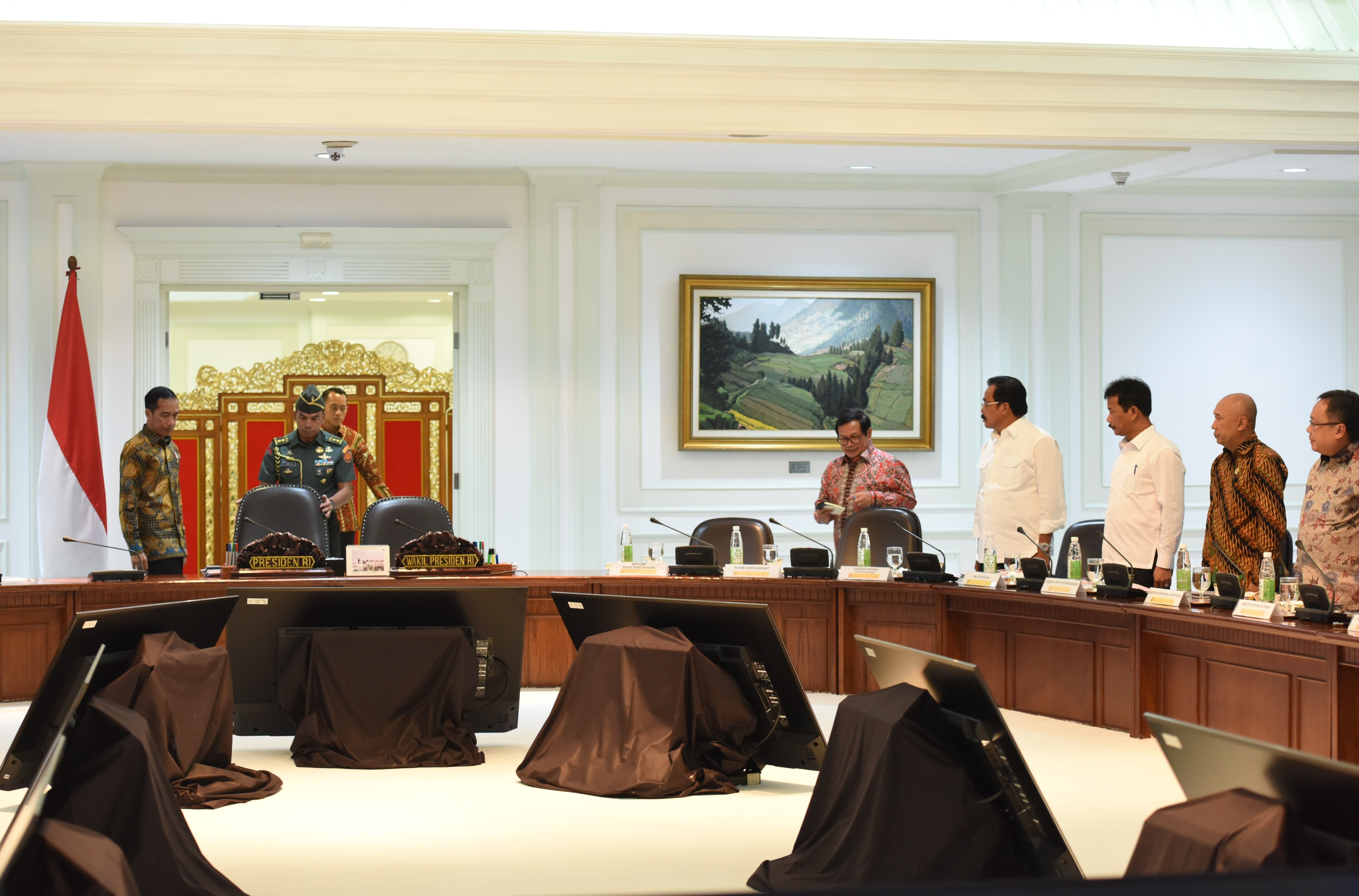 Governor of Riau Islands Nurdin Basirun meets President Jokowi in a limited meeting on Thursday (30/3), at the Presidential Office, Jakarta