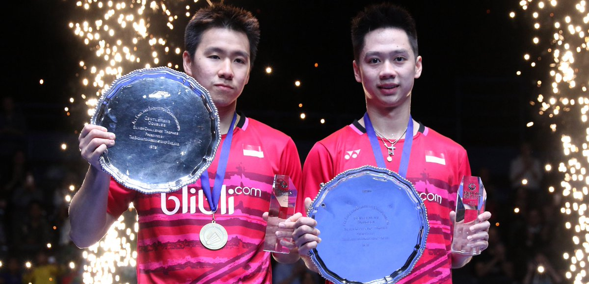 Indonesian badminton pair Marcus Fernaldi Gideon/Kevin Sanjaya lift the 2017 All England 2017 trophy in Birmingham, England, Sunday (12/3).