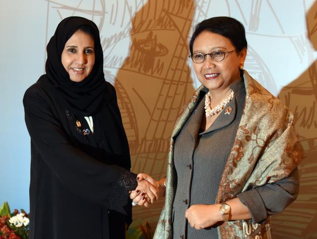 Menlu) Retno Marsudi usai melakukan pertemuan bilateral dengan Menteri Negara Uni Emirate Arab Maitha Salam Al Shamsi dan Menteri Luar Negeri Singapura Muhamad Maliki Bis Osman, di Jakarta Convention Center (JCC), Jakarta, Senin (6/3). (Foto: Humas: Rahmat)