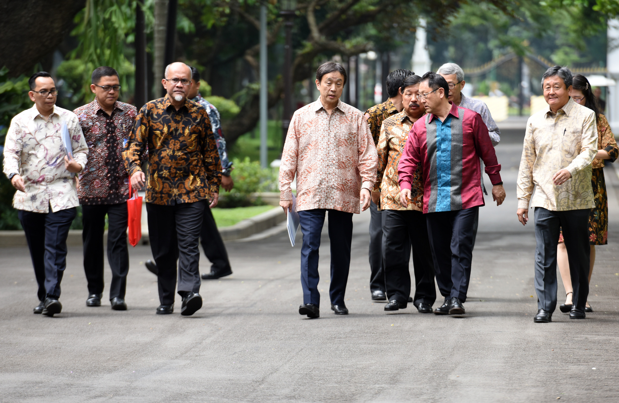 President of Toyota Motor Corporation Akio Toyoda accompanied by a number of executives of Toyota in Indonesia, after received by President Jokowi at the Merdeka Palace, Jakarta, Monday (13/3) morning (Photo: Rahmat/PR)