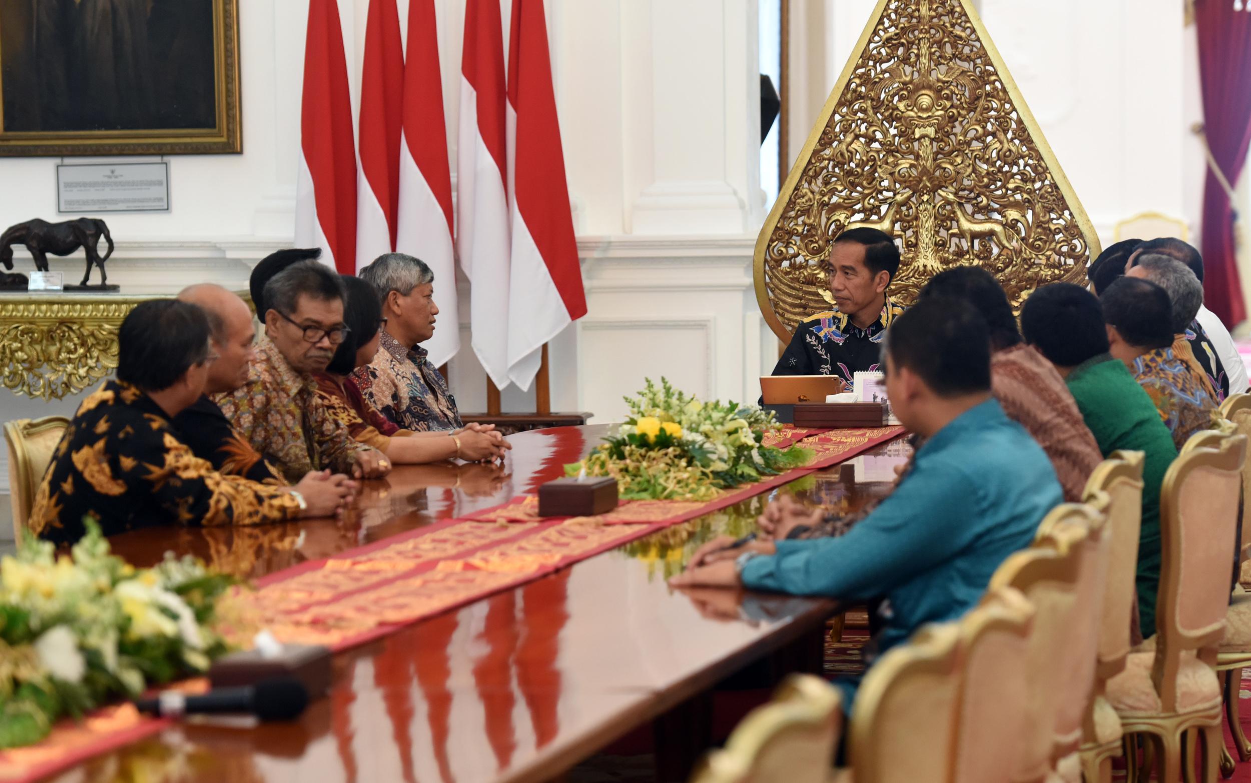 Ketua HKBP Darwin Lumban Tobing usai diterima oleh Presiden Jokowi, di Istana Merdeka, Jakarta, Senin (27/3) siang. (Foto: Humas/Rahmat)