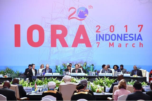 Presiden Jokowi saat menutup secara resmi KTT IORA 2017, Selasa (7/3) di JCC, Jakarta. (Foto: Humas/Jay)