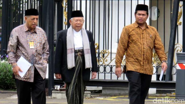 Ketua MUI KH Ma'ruf Amin usai diterima Presiden Jokowi, di Istana Merdeka, Jakarta, Kamis (30/3) pagi. (Foto: detik.com)