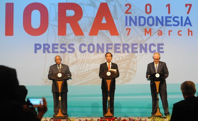 Presiden Jokowi dalam konferensi pers, di JCC Jakarta, Selasa (7/3). (Foto: Humas/Rahmat)
