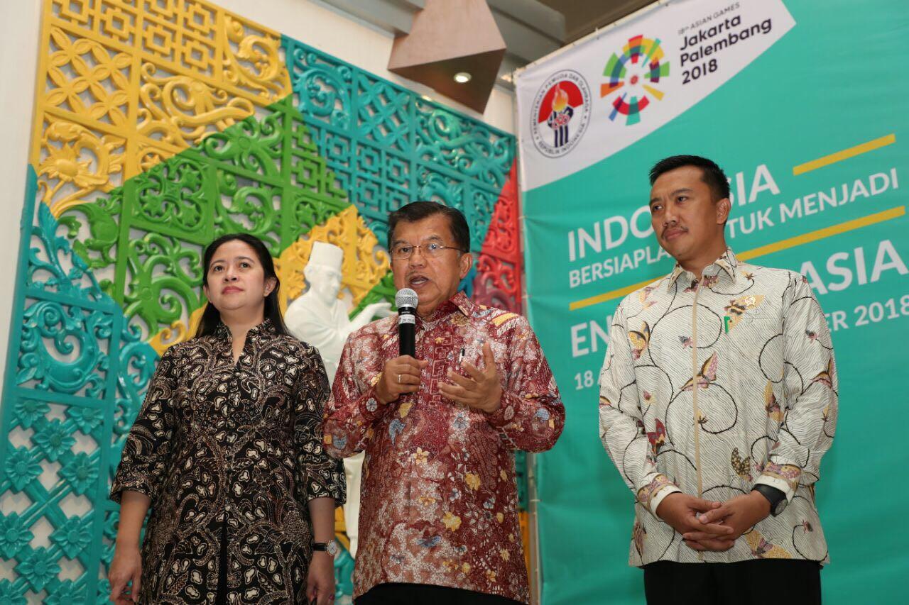 Wapres Jusuf Kalla didampingi Menko PMK dan Menpora saat rapat koordinasi penyelenggaraan Asian Games 2018, di kantor Kemenpora, Jakarta, Rabu (15/3) pagi.