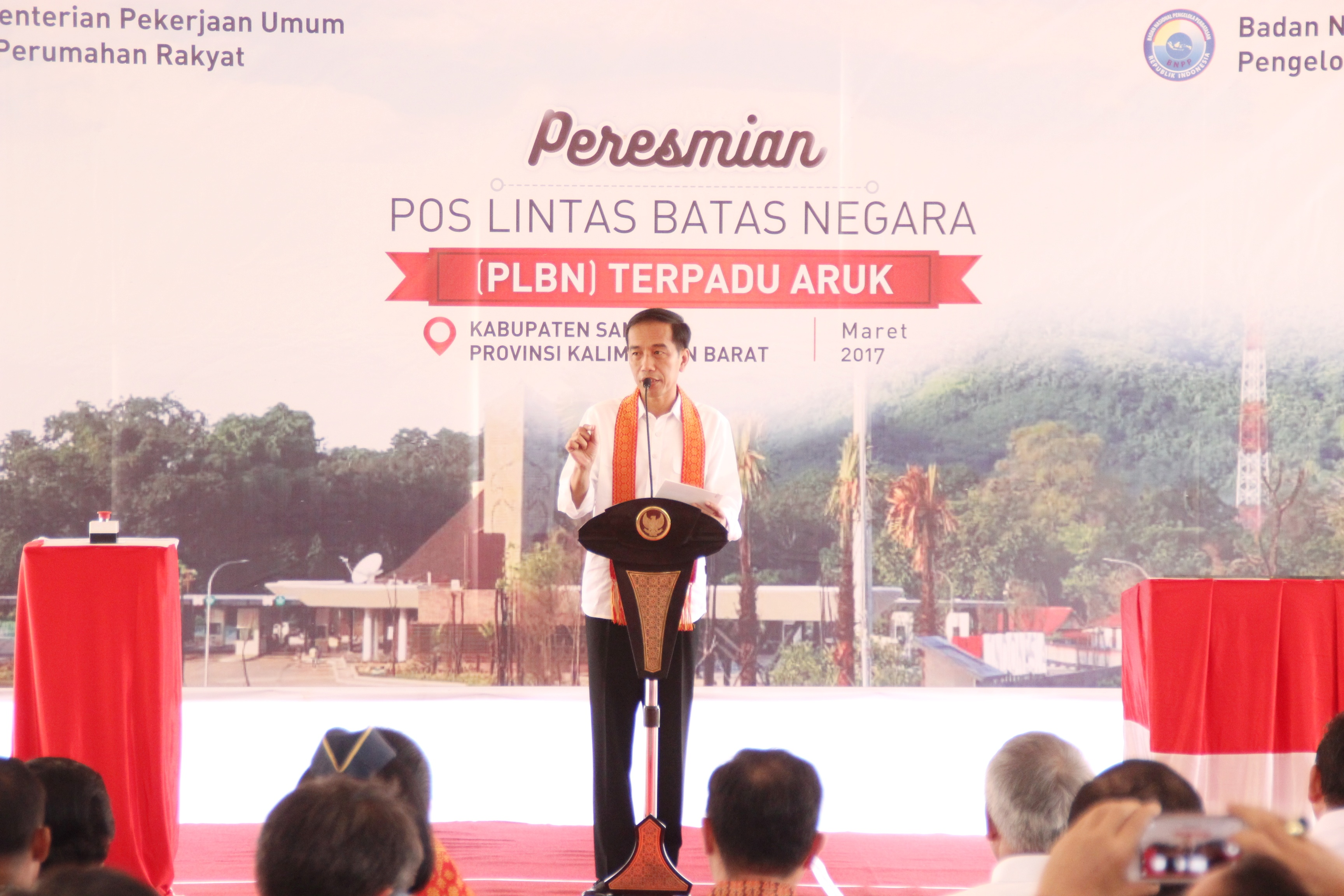 President Jokowi delivers a remarks during the inauguration ceremony of Aruk border post in Sambas Regency, West Kalimantan, Friday (17/3). (Public Relations Division/Anggun)