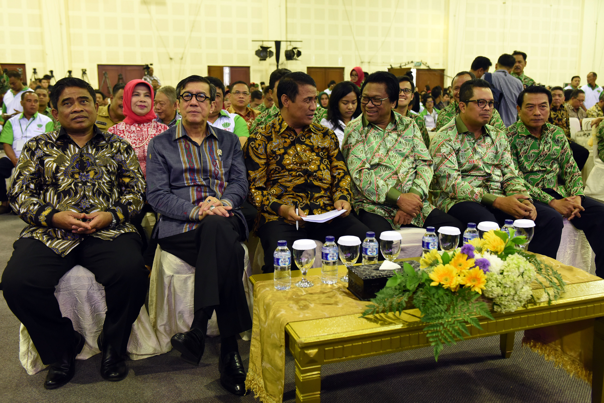 Minister of Agriculture attends a silaturahmi (amicable gathering) with the participants of the 2017 Indonesian Farmers Association (HKTI)'s National Leaders Meeting on Monday (10/4), at Balai Kartini, Jakarta