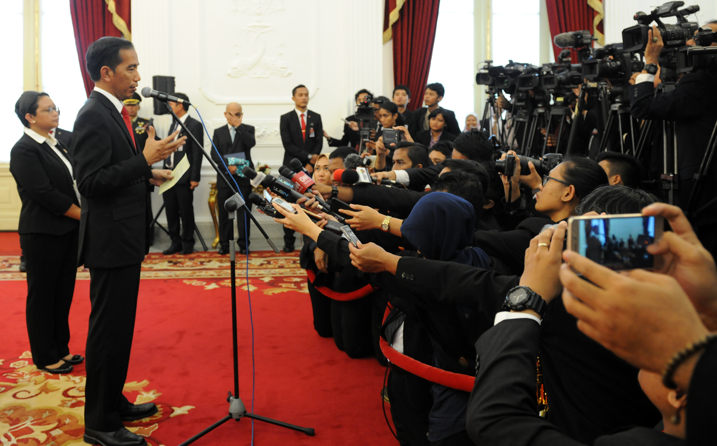 President Jokowi responds to reporters' questions after he received President of Afghanistan Mohammad Ashraf Ghani, on Wednesday (5/4), at the Merdeka Palace, Jakarta