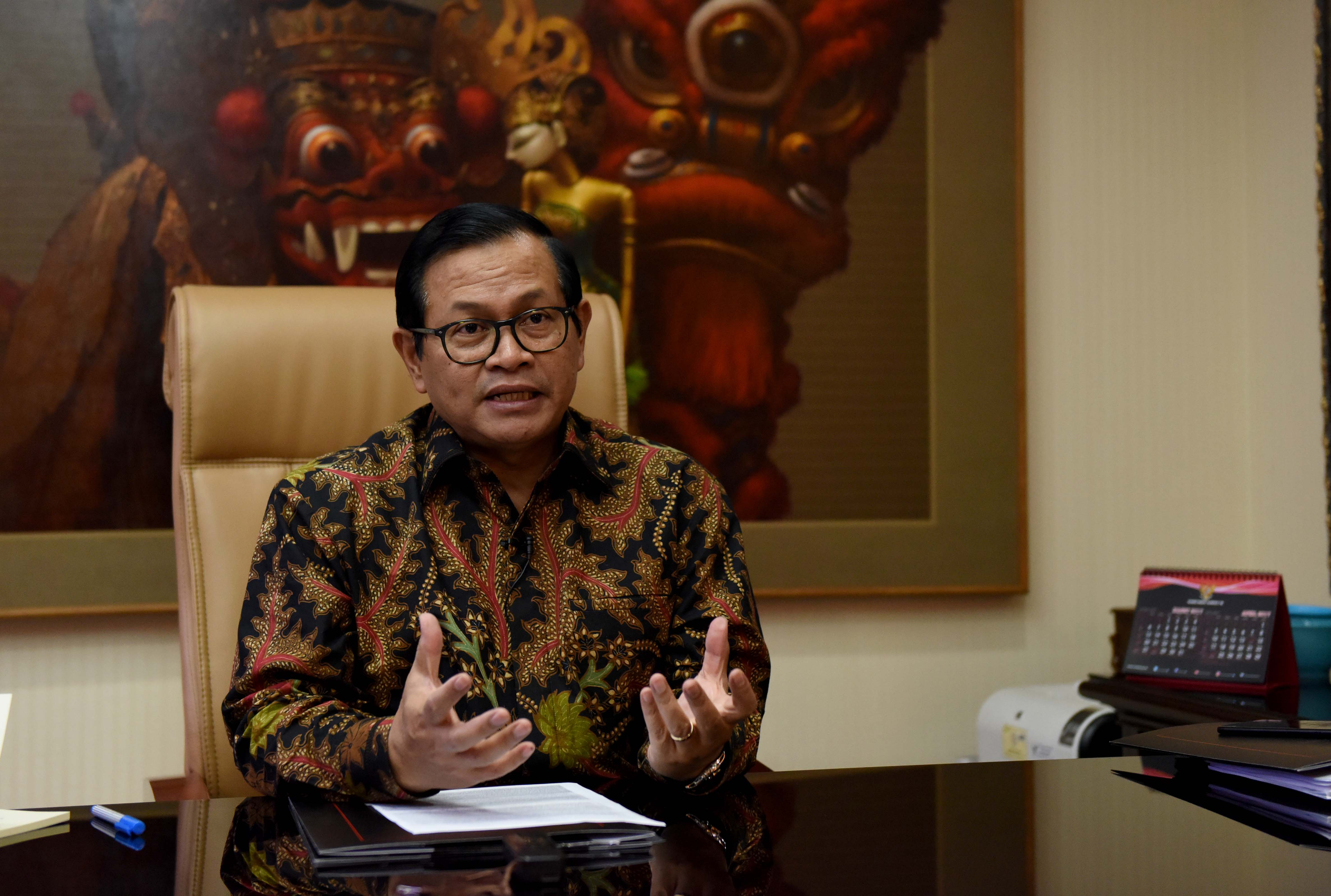 Cabinet Secretary Pramono Anung is interviewed about Indonesian Movie at Cabinet Secretary's Office, Friday (31/3) afternoon (Photo: PR/JAY)