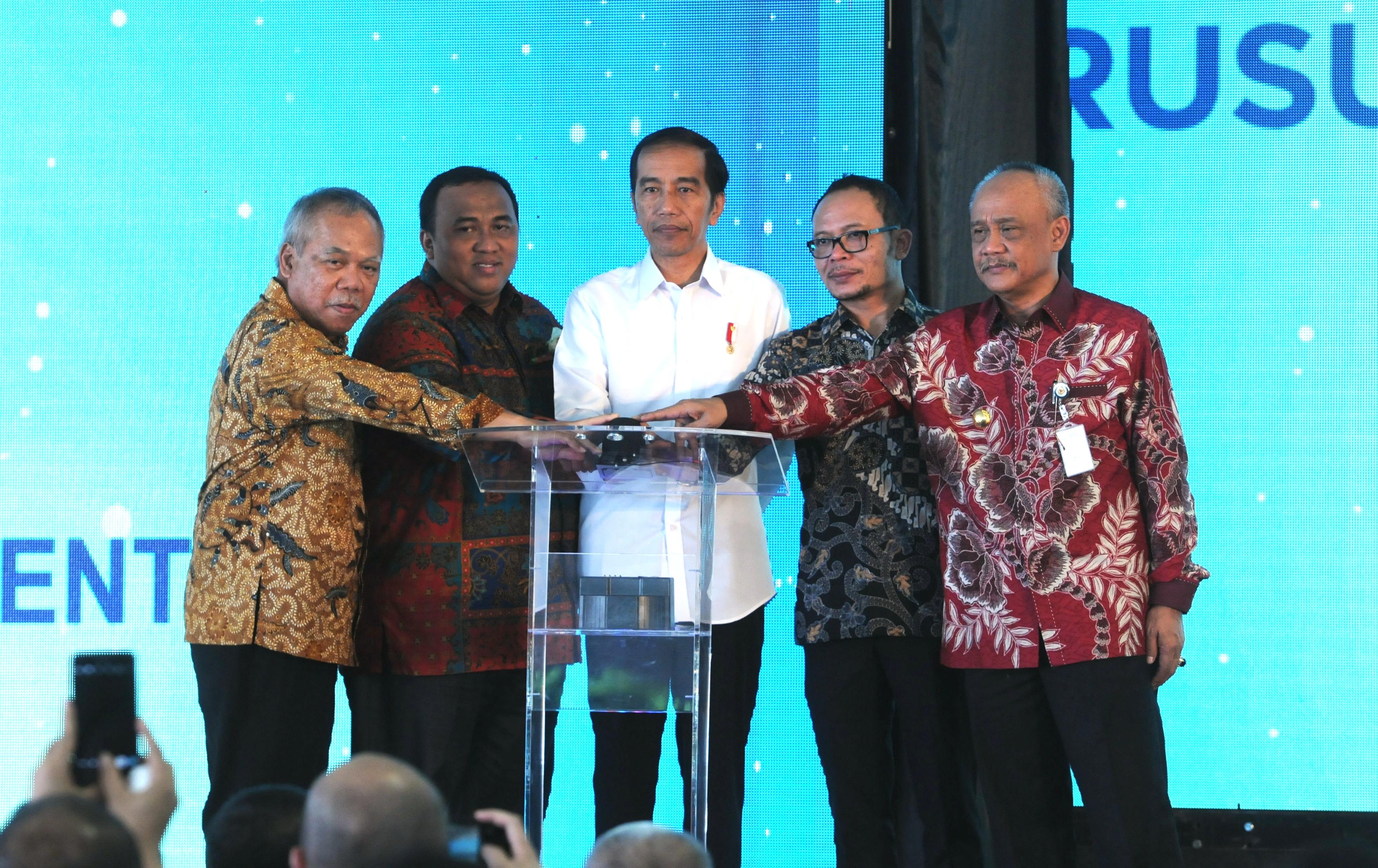 Presiden Jokowi melakukan 'Groundbreaking' Pembangunan Rusunami Masyarakat Berpenghasipan Rendah (MBR), di Urbantown-Loftvilles Serpong, Sarua, Ciputat, Tangerang Selatan, Banten, Kamis (27/4) . (Foto: Humas/Jay).