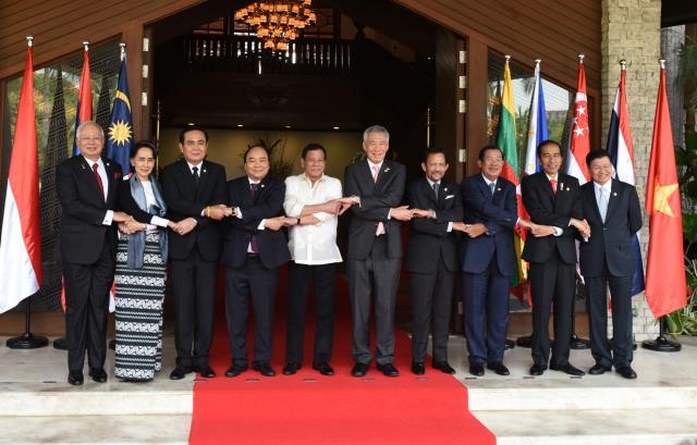 Sesi foto bersama Kepala Negara pada KTT ke-30 ASEAN di Manila, Filipina, Sabtu (30/4). (Foto: Humas/Rahmat)