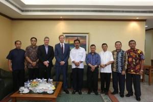 Dubes Jerman Von Ungern Stenberg bertemu Gubernur Kepulauan Riau (Kepri) Nurdin Basirun, Selasa (24/4), sebelum memimpin tim melakukan penelitian di Kepulauan Natuna