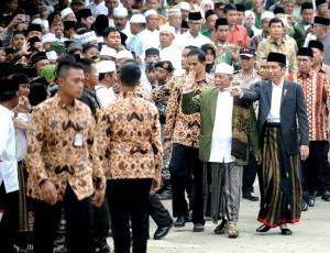 Presiden Jokowi hadir dalam acara peringatan Isra Mi'raj tahun 2017 di Pondok Pesantren Al-Hikamussalafiyah Cipulus, Kecamatan Wanayasa, Kabupaten Purwakarta, Jawa Barat, Selasa (25/4). (Foto: Humas/Agung)
