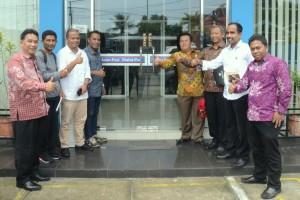 Tim Media Setkab diterima oleh Pemred Malut Pos di Ternate, Maluku Utara, Kamis (27/4). (Foto: Humas/Deni).