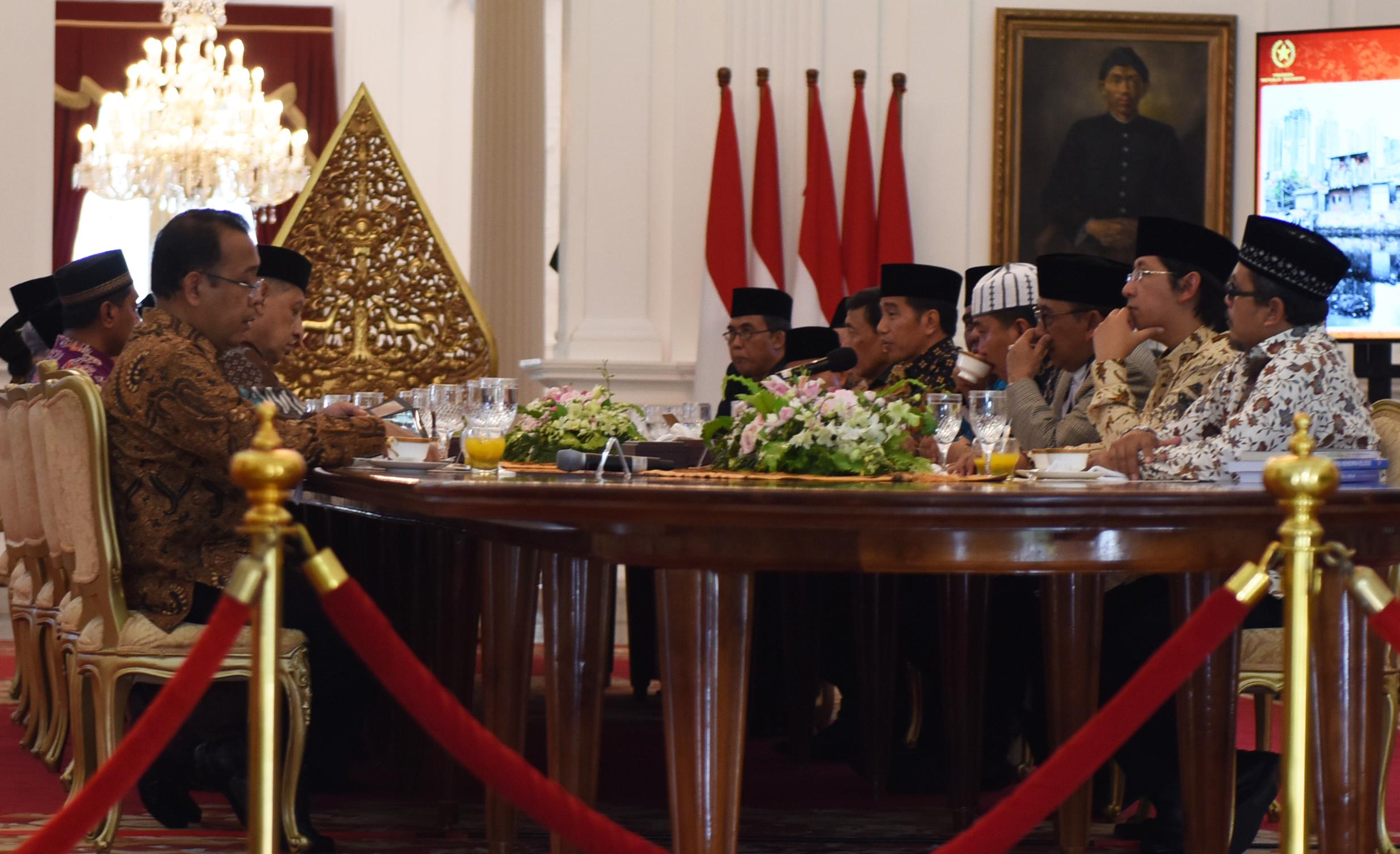 Presiden Jokowi menerima ulama dari berbagai daerah di tanah air, di Istana Merdeka, Jakarta, Selasa (4/4) siang. (Foto: Humas/Rahmat)