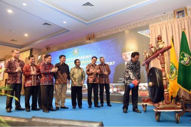 Gubernur Kepri Nurdin Basirun membuka Musrenbang Provinsi Kepri Tahun 2017, di Hotel CK, Tanjungpinang, Selasa (4/4).