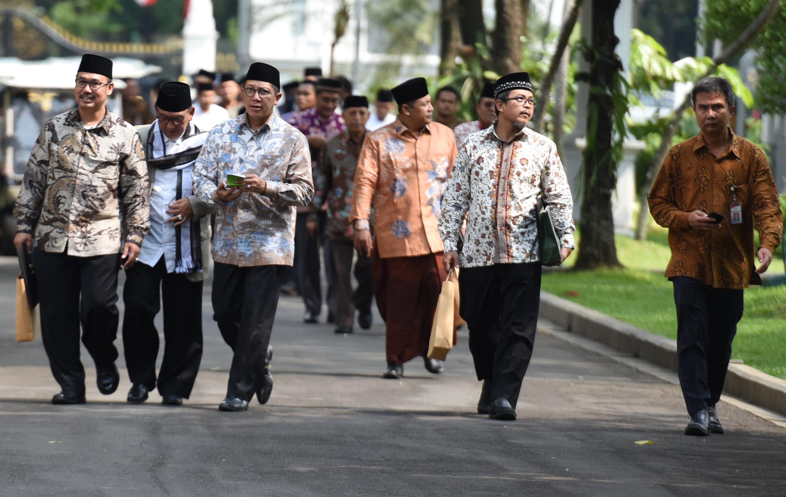 Menag Lukman Hakim Saifuddin mendampingi para ulama usai diterima Presiden Jokowi, di Istana Merdeka, Jakarta, Selasa (4/4) siang. (Foto: Rahmat/Humas)