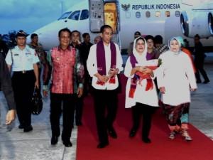 Presiden dan Ibu Negara mendarat di Bandara Syamsudin Noor, Kota Banjarbaru, Kalimantan Selatan, Sabtu (6/5).