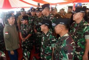 Presiden ketika berbicara di hadapan sekitar 1.500 prajurit TNI setelah menunaikan salat Jumat dan santap siang di Aula Kartika, Tanjung Datuk, Kepulauan Natuna, Kepulauan Riau, Jumat (19/5). (Foto: BPMI).
