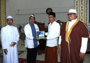 Presiden Jokowi usai menunaikan ibadah salat Tarawih di Masjid Andalusia, Sentul City, Desa Citaringgul, Kecamatan Babakan Madang, Kabupaten Bogor, Jawa Barat, Minggu (28/5).