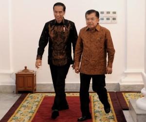 Presiden dan Wapres berjalan beriringan dalam acara Laporan Hasil Pemeriksaan BPK atas Laporan Keuangan Pemerintah Pusat Tahun 2016, di Istana Bogor, Jawa Barat, Selasa (23/5). (Foto: Humas/Agung)