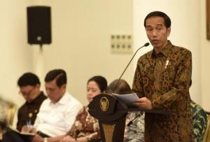 Presiden Jokowi saat menyampaikan pengantar pada Sidang Kabinet Pripurna, di Istana Kepresidenan, Bogor, Jawa Barat, Senin (29/5) sore. (Foto: Humas/Rahmat)