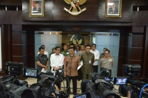Coordinating Minister for Political, Legal, and Security Affairs announces Government's decision to disband a mass organization, Hizbut Tahrir Indonesia, at the office of Coordinating Minister for Political, Legal, and Security Affairs, Jakarta, Monday (8/5) afternoon (Photo: IST)