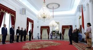 Presiden Jokowi menerima Lima orang duta besar baru negara-negara sahabat, dari Thailand, Spanyol, Ekuador, Jepang, dan Trinidad dan Tobago, Kamis (18/5) pagi, di Istana Merdeka, Jakarta. (Foto: Humas/Jay).