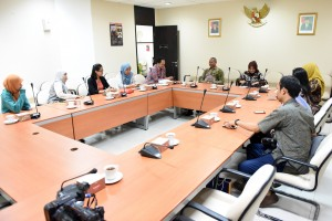 Kabid Informasi Humas Setkab Said Muhidin menerima rombongan Humas UGM yang melakukan 'Benchmark', di kantor Setkab, Jakarta, Rabu (3/5) pagi. (Foto: Rahmat/Humas)