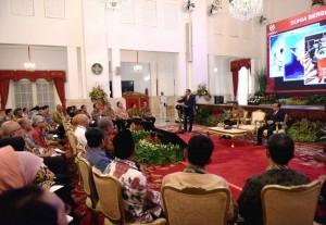 Presiden Jokowi menyampaikan arahan tentang dana desa pada Rakornas Pengawasan Intern Pemerintah 2017, di Istana Negara, Jakarta, Kamis (18/5). (Foto: Humas/Agung)