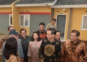 President Jokowi inaugurates afforfdable housing for low-income people, at Sukajadi Village, Sukakarya Subdistrict, Bekasi Regency, West Java, Thursday (4/5) (Photo: PR/Oji)