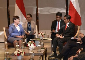 Presiden Jokowi saat bertemu dengan Perdana Menteri Polandia Beata Szydlo di Hotel Conrad, Beijing, Minggu (14/5). (Foto: Humas/Deni)