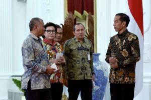 Presiden Jokowi menerima empat KPK, di Istana Merdeka, Jumat (5/5) siang. (Foto: OJI/Humas)