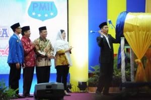 Presiden Jokowi saat hadir dalam acara pembukaan Kongres XIX Pergerakan Mahasiswa Islam Indonesia (PMII) di Masjid Agung Darussalam Palu, Sulawesi Tengah, Selasa (16/5).