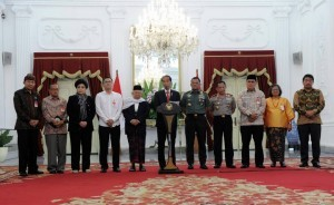 President Jokowi meets with interfaith leaders at the Presidential Palace on Tuesday (16/5). (Photo: PR/Jay).