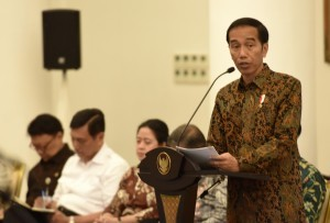 President Jokowi gives his introductory remarks before a Plenary Cabinet Meeting at Bogor Presidential Palace, West Java, Monday (29/5). (Photo by: Public Relations Division/Rahmat)
