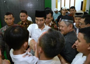 Presiden Jokowi saat Masjid Jami Assa'adah, yang berada di kawasan Sentul, Kabupaten Bogor, Jawa Barat, Minggu (4/6).