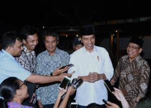 Presiden Jokowi saat menjawab pertanyaan wartawan di Ungaran, Kabupaten Ungaran, Jawa Tengah (16/