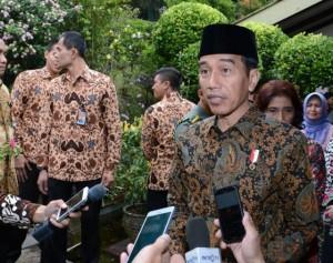 Presiden menjawab pertanyaan wartawan di Bandung, Jawa Barat, Sabtu (24/6). (Foto: BPMI)