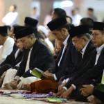 Presiden dan Wapres melaksanakan salat Hari Raya Idulfitri 1438 Hijriah, di Masjid Istiqlal, Jakarta Pusat, Minggu (25/6). (Foto: BPMI)
