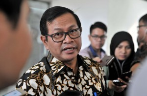 Cabinet Secretary Pramono Anung responds to reporters' questions after a Limited Meeting at the Presidential Office, Jakarta, on Tuesday (20/6)