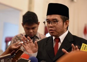 Yudi Latief responds to reporters' questions after he was inaugurated as the Head of Presidential Working Unit for the Implementation of the State Ideology of Pancasila (UKP-PIP) on Wednesday (7/6), at the State Palace, Jakarta