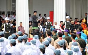 Presiden Jokowi saat menjadi Inspektur Upacara Peringatan Hari Lahir Pancasila, di Halaman Gedung Pancasila Kementerian Luar Negeri, Jakarta Pusat, Kamis (1/6). (Foto: Humas/Jay)