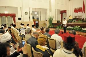 Presiden Jokowi dalam acara Nuzulul Quran di Istana Negara, Jakarta, Senin (12/6) malam. (Foto: Humas/Rahmat)