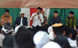 Presiden Jokowi saat mengunjungi Pondok Pesantren Miftahul Huda di Kecamatan Manonjaya, Kabupaten Tasikmalaya, Sabtu (10/6). (Foto: Humas/Jay)