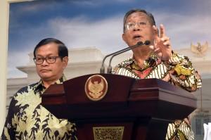 Menko Perekonomian saat mengumumkan Paket Kebijakan Ekonomi ke-15 di Kantor Presiden, Kamis (15/6). (Foto: Humas/Rahmat)