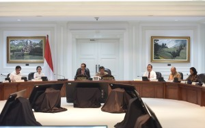 President Jokowi presides over a limited cabinet meeting on budget use for the 2018 Asian Games at the Presidential Office, Jakarta, Wednesday (7/6). (Photo by: JAY/Public Relations Division)